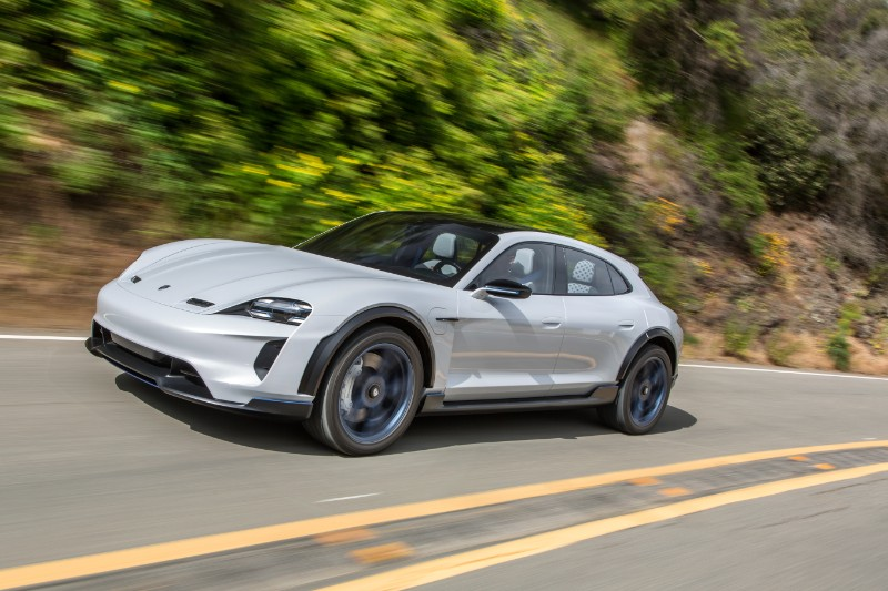 Porsche Mission E Cross Turismo sættes i serieproduktion
