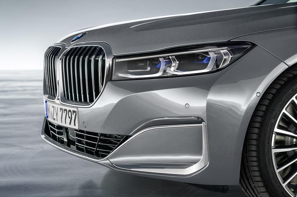 Se den nye BMW 7-serie med V8'er og plug-in